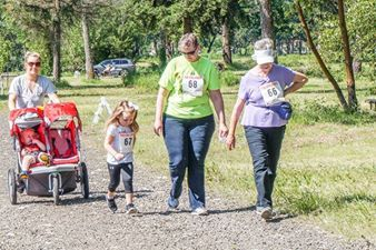 Photo of group of walkers at 2016 Cheadle Lake Run